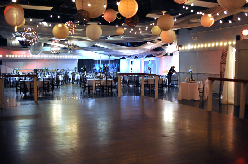 large dance floor - reception - 3030