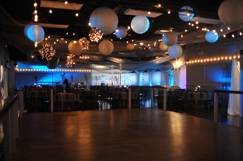 large dance floor - reception - 3035